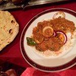Chicken tikka balti & garlic naan