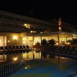 Pool, Restaurant und Terrasse