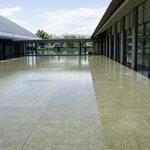 比叡山を借景に、館内に琵琶湖を