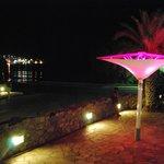 la terrasse du bar en soirée