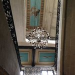 L'escalier central et le plafond