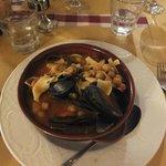 zuppa di pasta, ceci e frutti di mare
