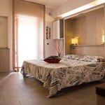 camera matrimoniale con bagno privato e angolo cottura
