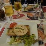 Le foie gras et son verre de Monbazillac. Bon appétit.