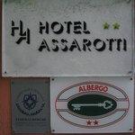 Hotel plate