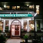 Atmosfera calda e accogliente, buona birra e buon cibo...
