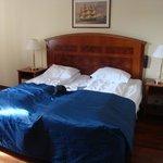 Comfy beds, no alarm clock