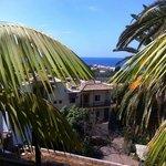 Vue depuis la terrasse de l'hôtel où il est possible de prendre le petit déjeuner