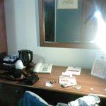 scrivania e bollitore