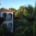 Blick vom Balkon auf Hotelanlage