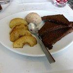 le dessert au pain d'épices et glace cannelle