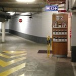 Garage pour petites voitures et experts des maneuvres.vous risquez de ne jamais pouvoir en resor