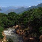 El rio y la Sierra Nevada