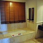 Room 3044 Bathroom