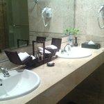 Wonderful bathroom amenities, Excellent!!