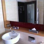 Twin room 344 (bathroom)