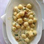 Gnocchis au fromage et aux noix en entrée