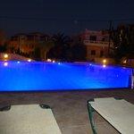 zwembad veranderde 's avonds van kleur