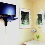Téléviseur LCD cablé avec lecteur Blu-Ray relié à Internet