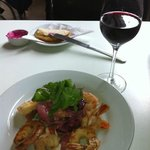 Delicious shrimp salad with merlot