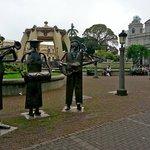 Скульптуры на площади