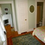 Room 6 Double Bed, TV, Bathroom with shower/tub, closet with robes