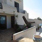 Reception-Bereich, oben Zimer mit Balkon