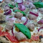 pizza salsiccia e crema di porcini