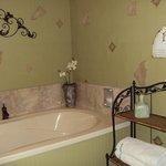 Powder Room w/tub