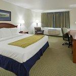 Crossings by GrandStay Inn and Suites Becker Foto