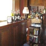 Bar and coffee/tea area