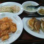 海老チリ丼と餃子定食 700円