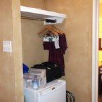 valise sur le frigo par manque de place