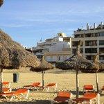 Вид с пляжя на отель