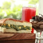Chaayos combo of a spinach corn sandwich, strawberry iced tea and a chocolate mousse