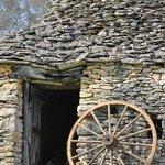 Cabane gallo-romaine du Domaine de la Rhonie
