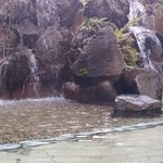 滝の流れる露天風呂