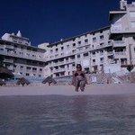 muy buene playa y vista del hotel