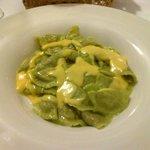 Tortelli verdi ai funghi su zabaione di formaggio di fossa