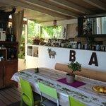 terrasse extérieure, espace pour petit déjeuner