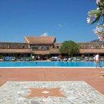 piscina antistante corpo centrale