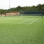 uno di due campi da tennis