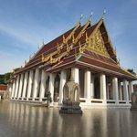 typischer Thai Tempel ein paar Strassen weiter