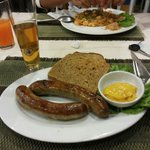 Bratwurst with rye bread