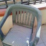Мебель на балконе давно пора сменить