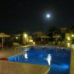 Центр отеля в ночное время