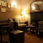 cozy bar & lounge.