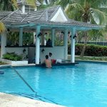Swim up bar!