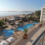 Blick vom Balkon zum Meer u Pool