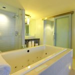 Sanctuary Suite Bathroom